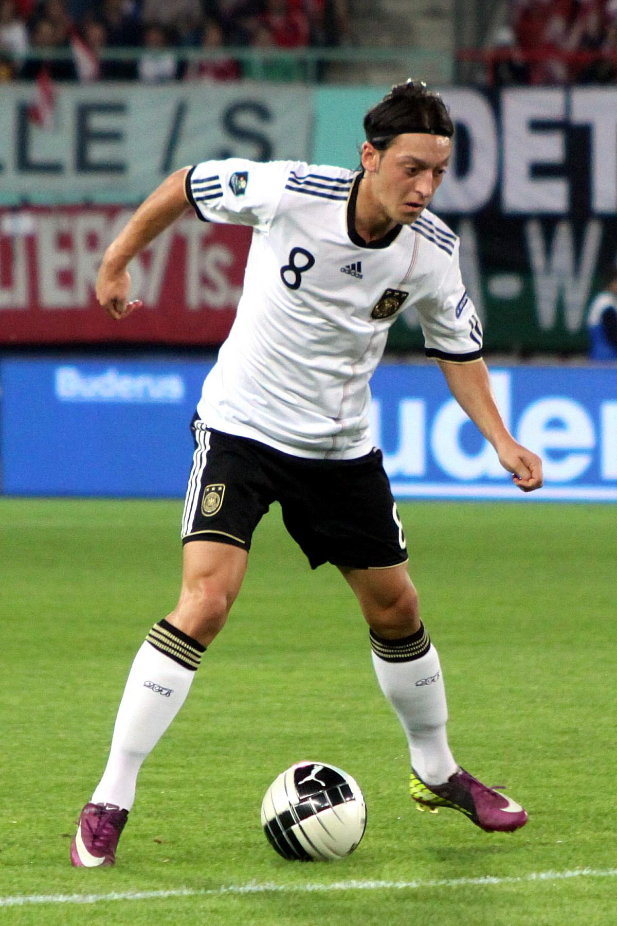 Mesut_Özil,_Germany_national_football_team_(04)